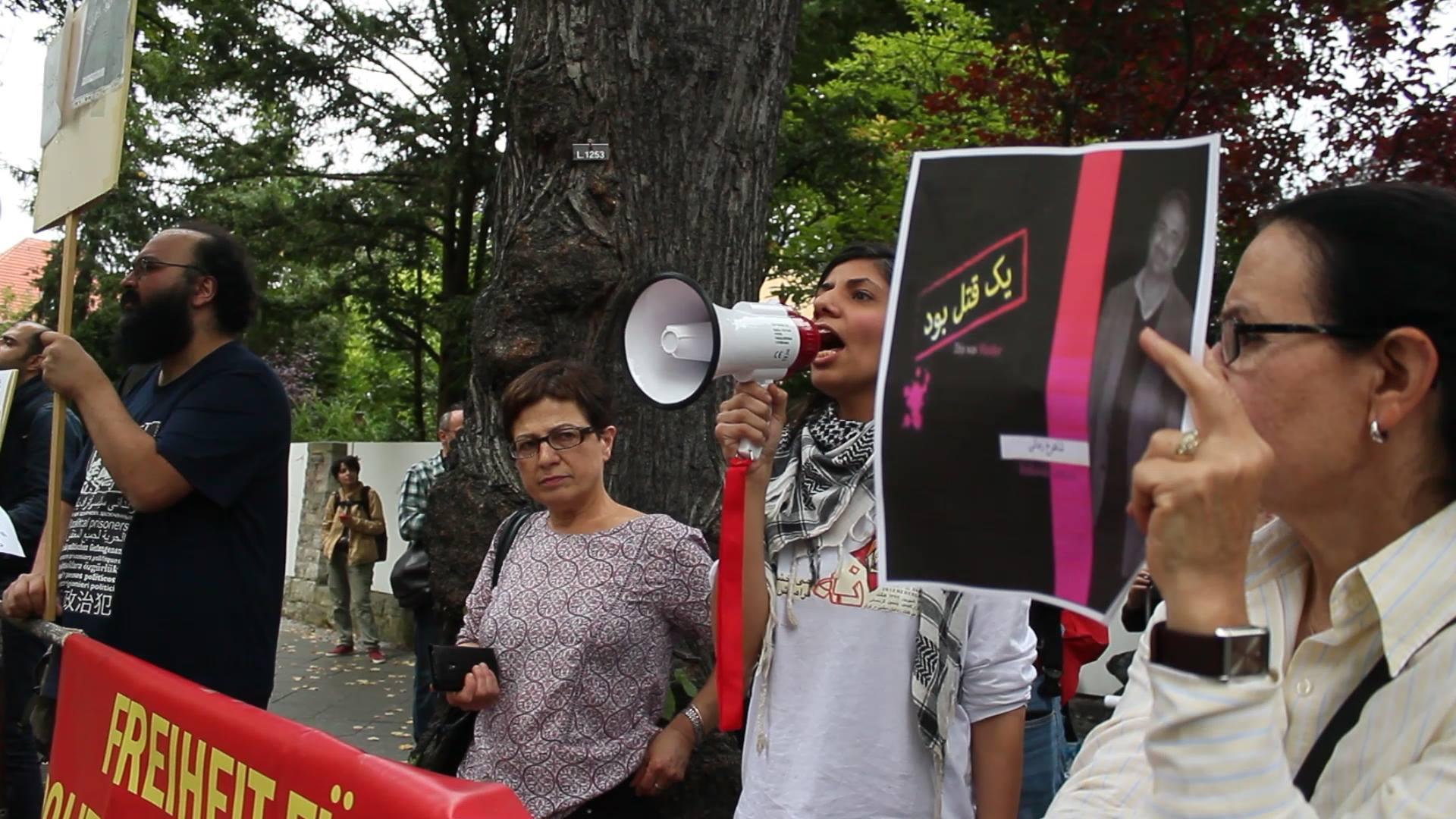 تظاهرات در برابر سفارت جمهوری اسلامی برلین در اعتراض به قتل شاهرخ_زمانی در زندان
