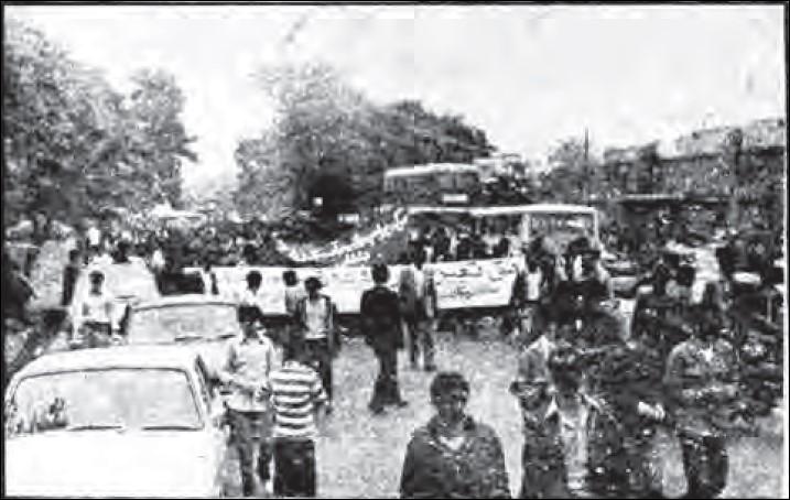ـ 2ـ  گوشه ای از تظاهرات روز جهانی کارگر ۱۱ اردیبهشت ۱۳۶۰، میدان قزوین