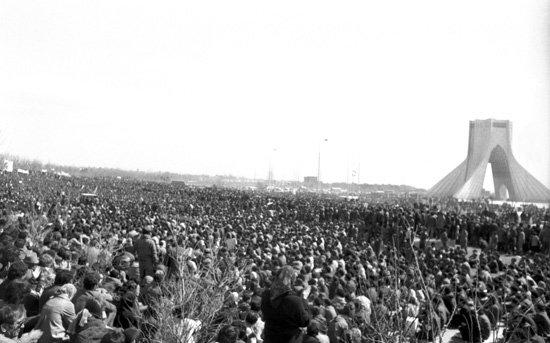 میتینگ سازمان چریکهای فدایی خلق ایران در میدان آزادی، بهار 1359