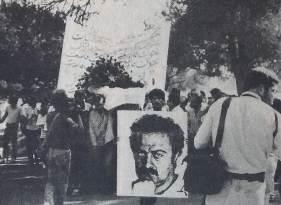 عکسی از مراسم خاکسپاری نیوشا فرهی